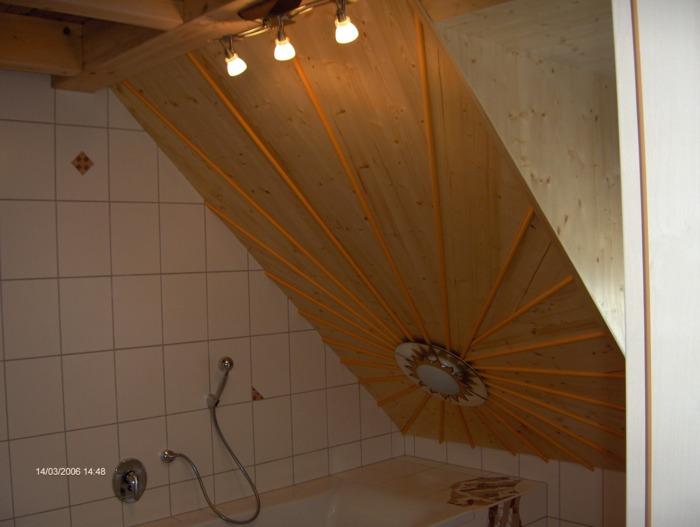 Decke badezimmer mit licht