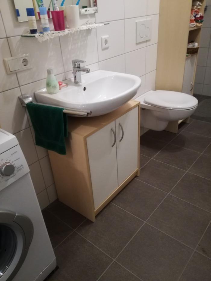 Badezimmerschränkchen
